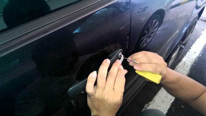 Roadside locksmith services